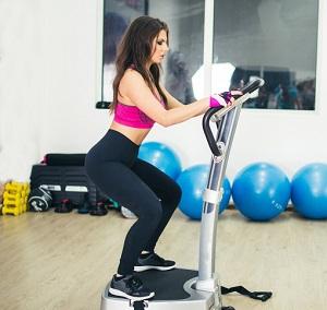 En tjej som tränar